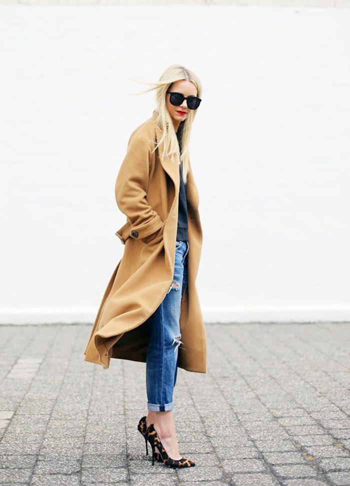 wintermantel-Karamell-Farbe-Jeans-Schuhe-mit-Absatz-mit-Tier-Muster