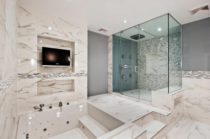 wohnungseinrichtungen-weißes-badezimmer-mit-duschkabine