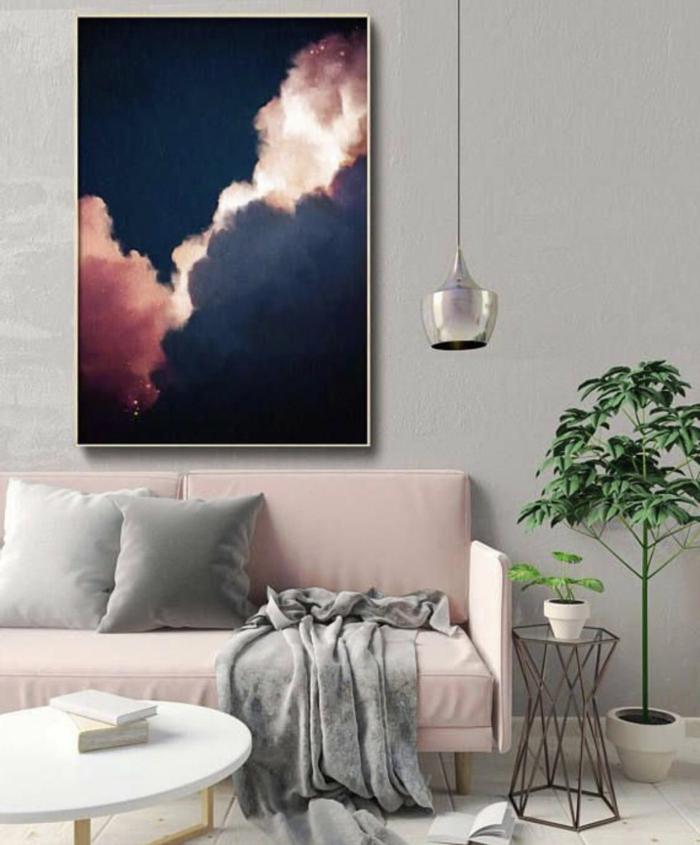 Gemälde von pinken Wolken, außergewöhnliche Bilder, Inneneinrichtung in rosa und graue Töne, Dekorativer Baum, kleiner runder Tisch