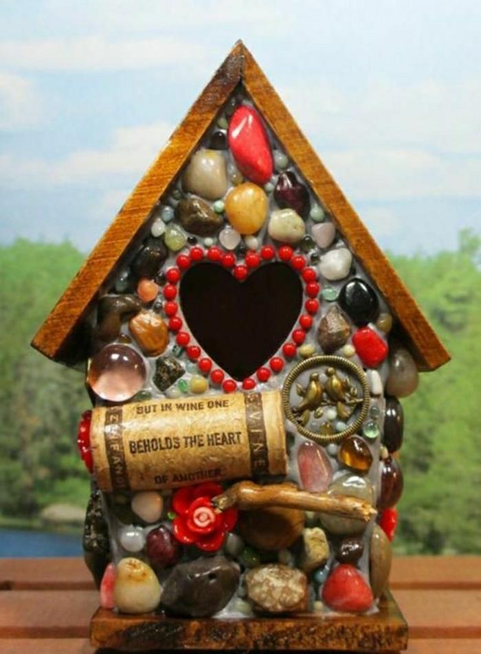 wunderschöne-Idee-dekoratives-vogelhäuschen-Kork