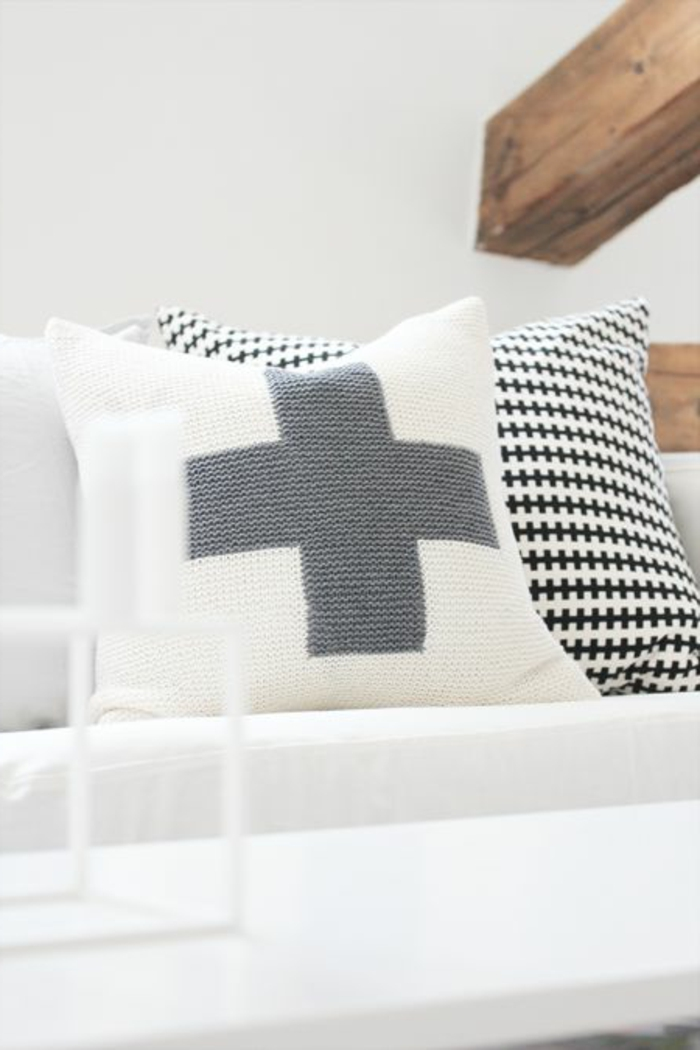 wunderschöne-Modelle-Kissen-stricken-weiß-graue-Kreuz-Dekoration-schwarz-weißes-Muster