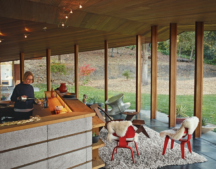 wunderschöne-essgruppen-in-modernen-küchen-mit-glaswänden