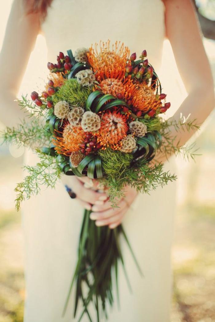 wunderschöner-Brautstrauß-einzigartige-Blumen-künstliche-Elemente