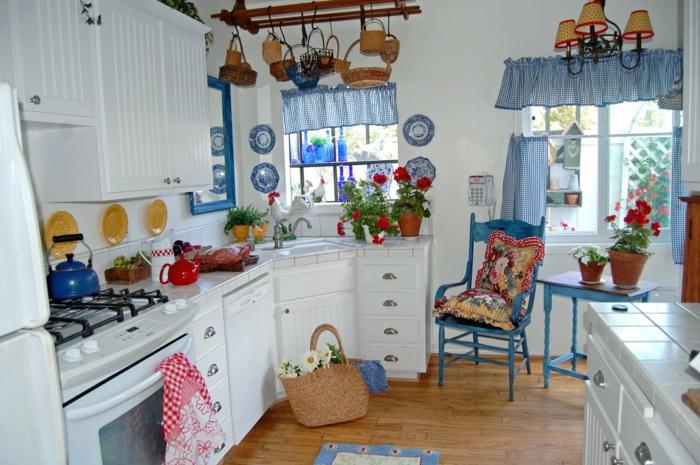 wunderschönes-Interieur-kokete-Küche-Landhausstil-Landhaus-Deko