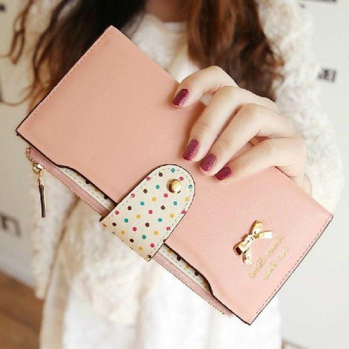 wunderschönes-Modell-Frauen-Geldtasche-rosa-Pastellfarben-zärtlich-romantisch-schönes-Design