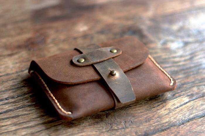 wunderschönes-Modell-Herren-Geldtasche-Leder-braune-Farbe