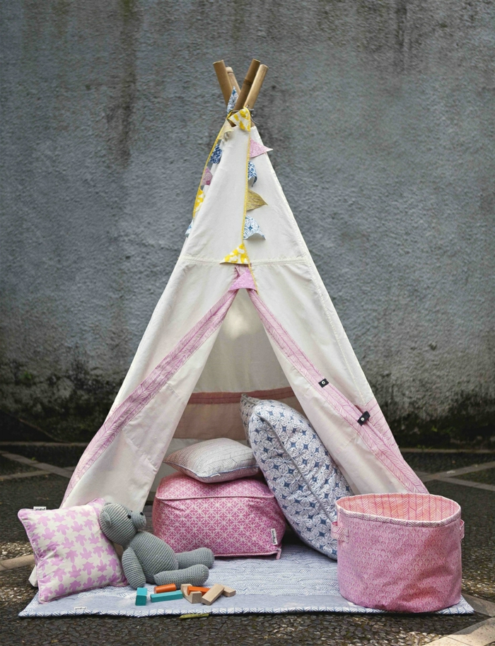 wunderschönes-kokettes-Tipi-Zelt-für-Mädchen-Kissen-Plüschtiere