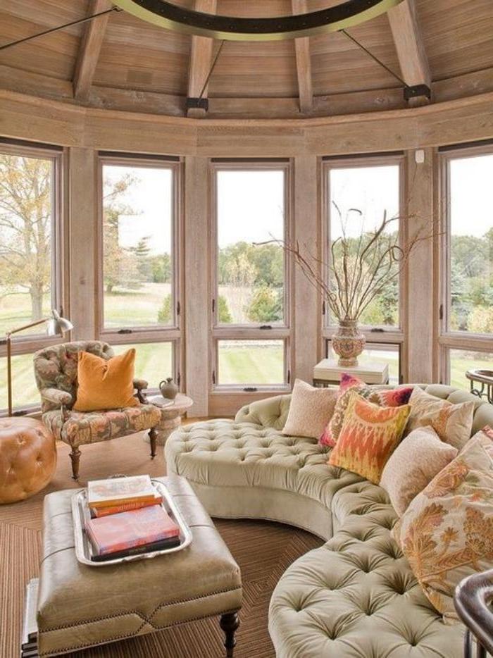 xxl-couch-beige-Knöpfe-Samt-bequemes-Modell-Sessel-Couchtisch-Leder-elegante-Einrichtung