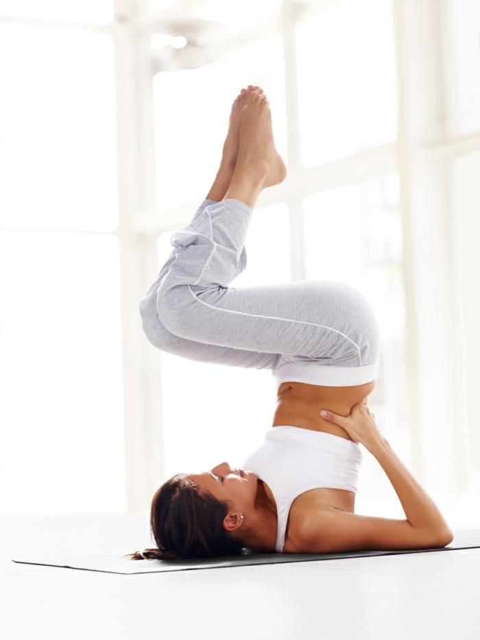 yoga-übungen-beine-nach-oben-ganz-einfach