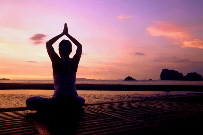 yoga-übungen-entspannende-momente-in-der-natur-erleben