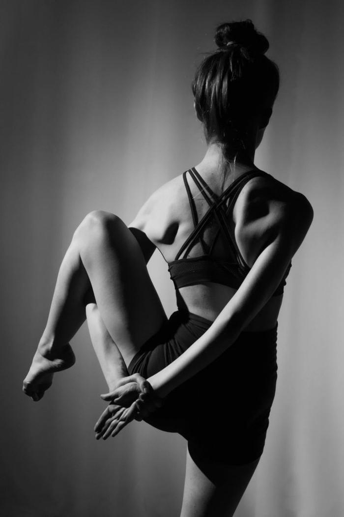 yoga-übungen-interessante-darstellung-wunderschönes-foto