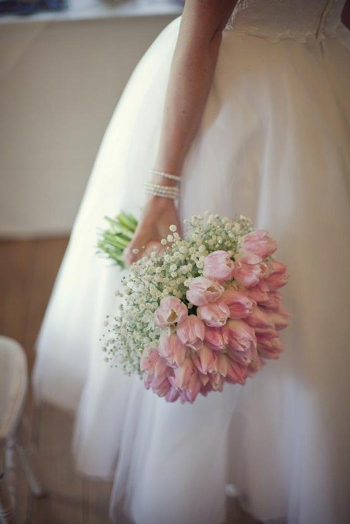zärtlicher-hochzeitsstrauß-romantische-rosa-Tulpen