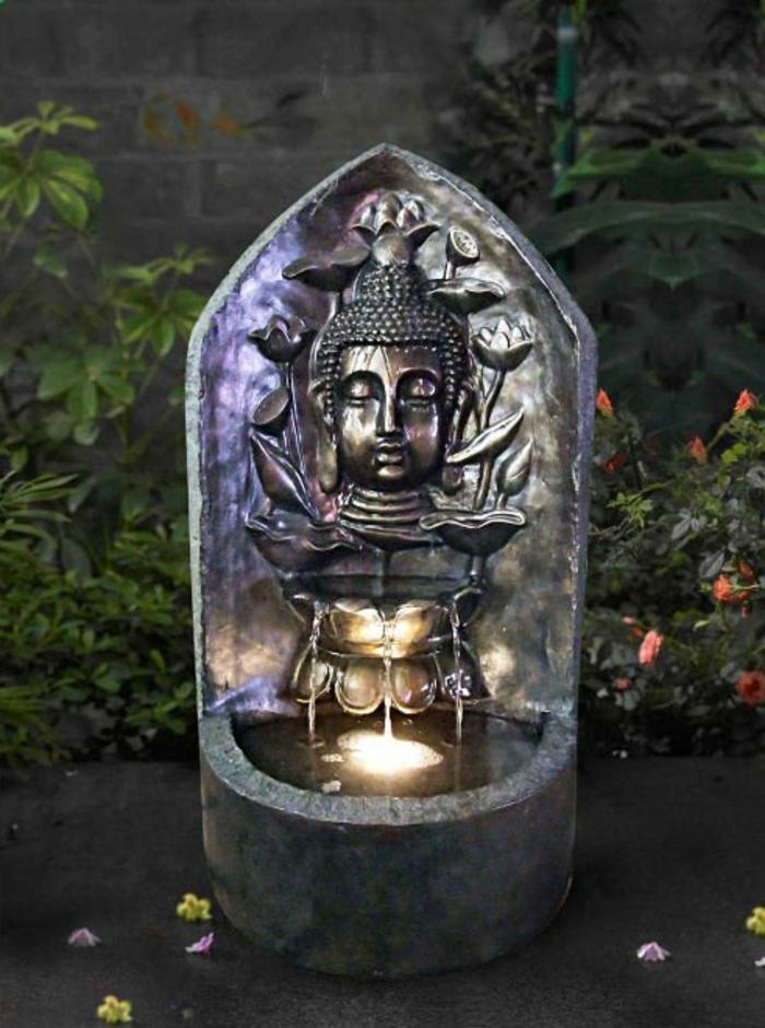 zimmerbrunnen-mit-buddha-dunkle-interessante-gestaltung