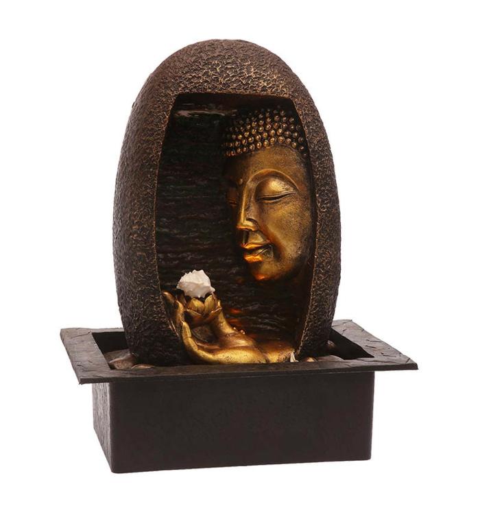zimmerbrunnen-mit-buddha-interessante-figur-an-weißer-hintergrund