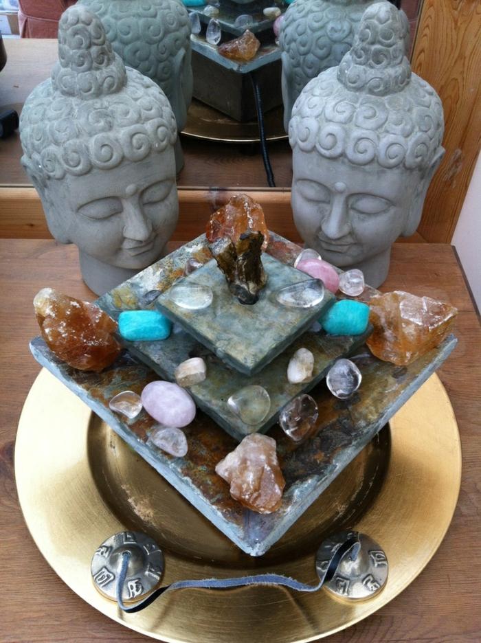 zimmerbrunnen-mit-buddha-unikale-dekoelemente-prima-dekoration