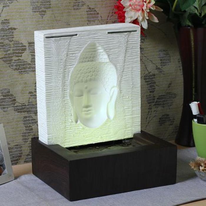 zimmerbrunnen-mit-buddha-weiße-farbe-interessantes-aussehen