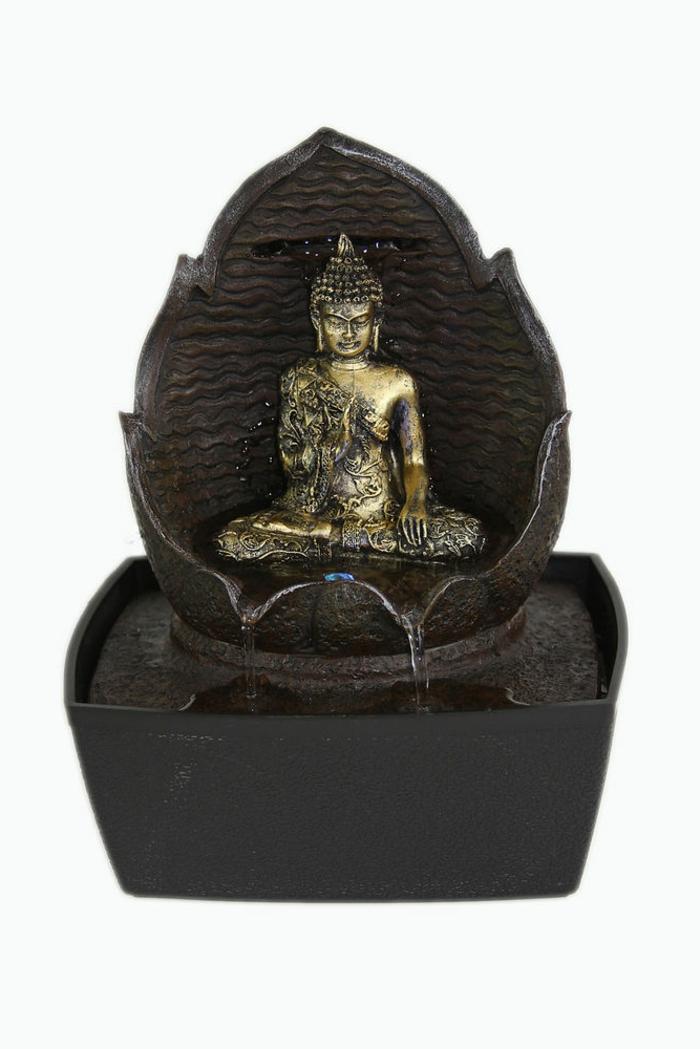 zimmerbrunnen-mit-buddha-weißer-hintergrund-sehr-schöne-deko