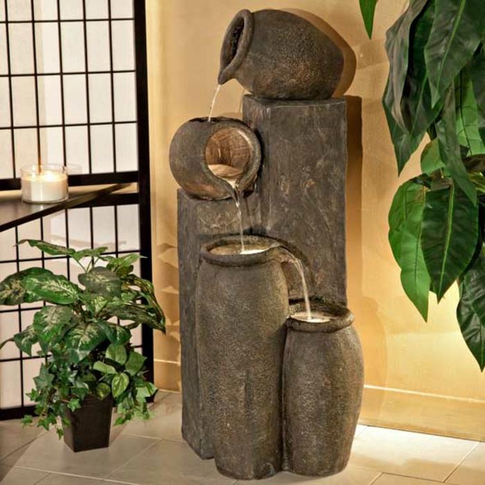 zimmerbrunnen-mit-wasserfall-attraktives-aussehen-grüne-pflanzen