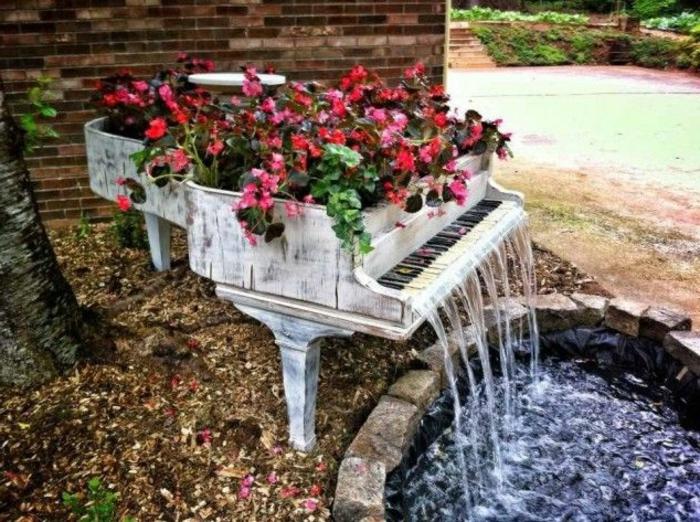 zimmerbrunnen-mit-wasserfall-außengestaltung-klaviermodell