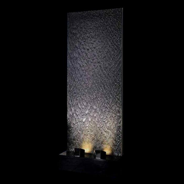zimmerbrunnen-mit-wasserfall-schwarzer-hintergrund