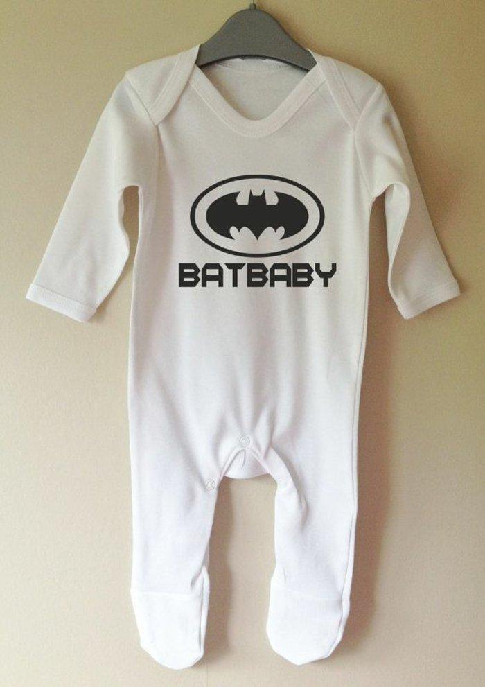Baby-Schlafanzug-Batman-Muster-süß