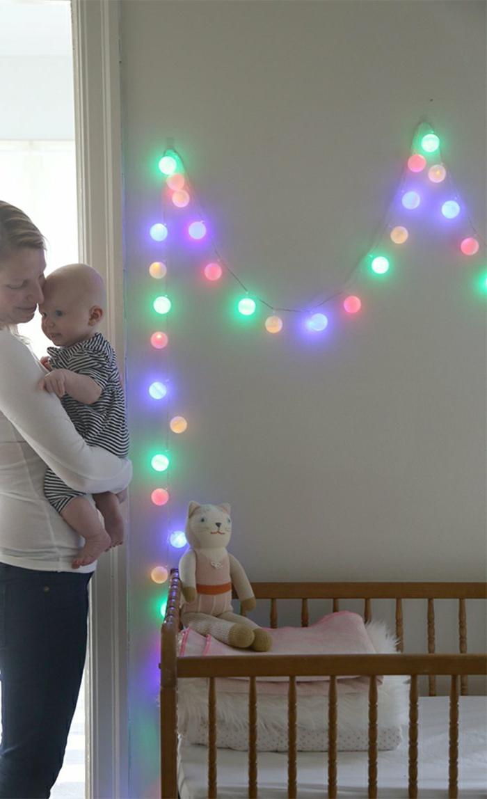 Babyzimmer-Wanddekoration-bunte-lichterkette-bunte-glühbirnen