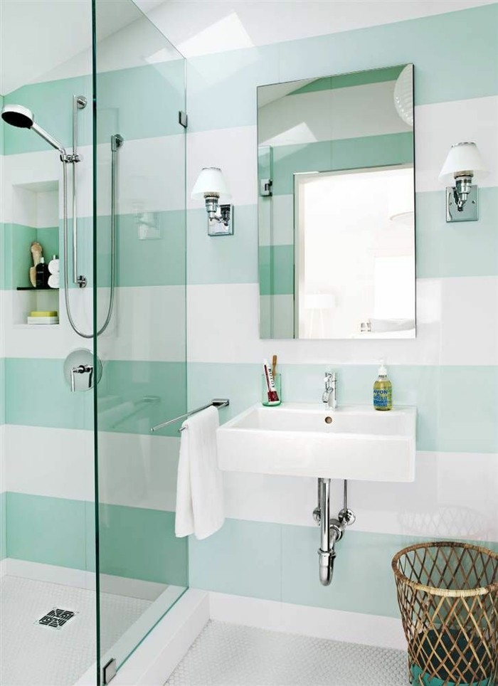 Badezimmer-farbgestaltung-wand-streichen-muster-grüne-weiße-Streifen