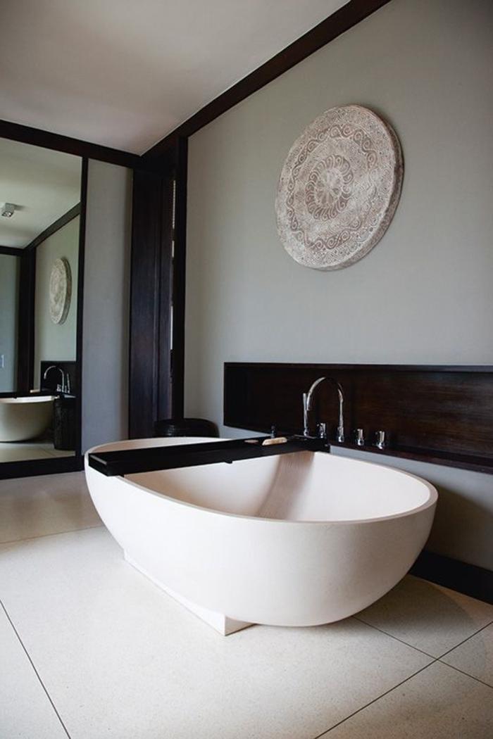 Badezimmer-in-Bali-Indonesien-schönes-Design-moderne-Badewanne-oval