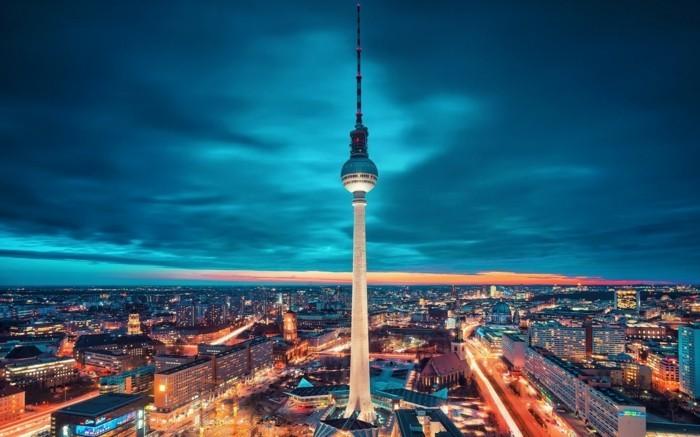 Berlin-Deutschland-Foto-von-oben-in-der-Nacht-berühmte-sehenswürdigkeiten-in-europa