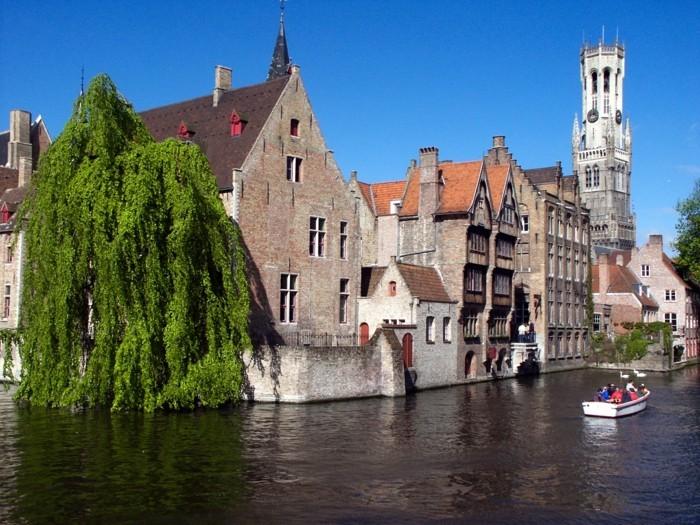 Brügge-Belgien-Rozenhoedkaai-Ausblick-sehenswürdigkeiten-in-europa-städtetrips-europa