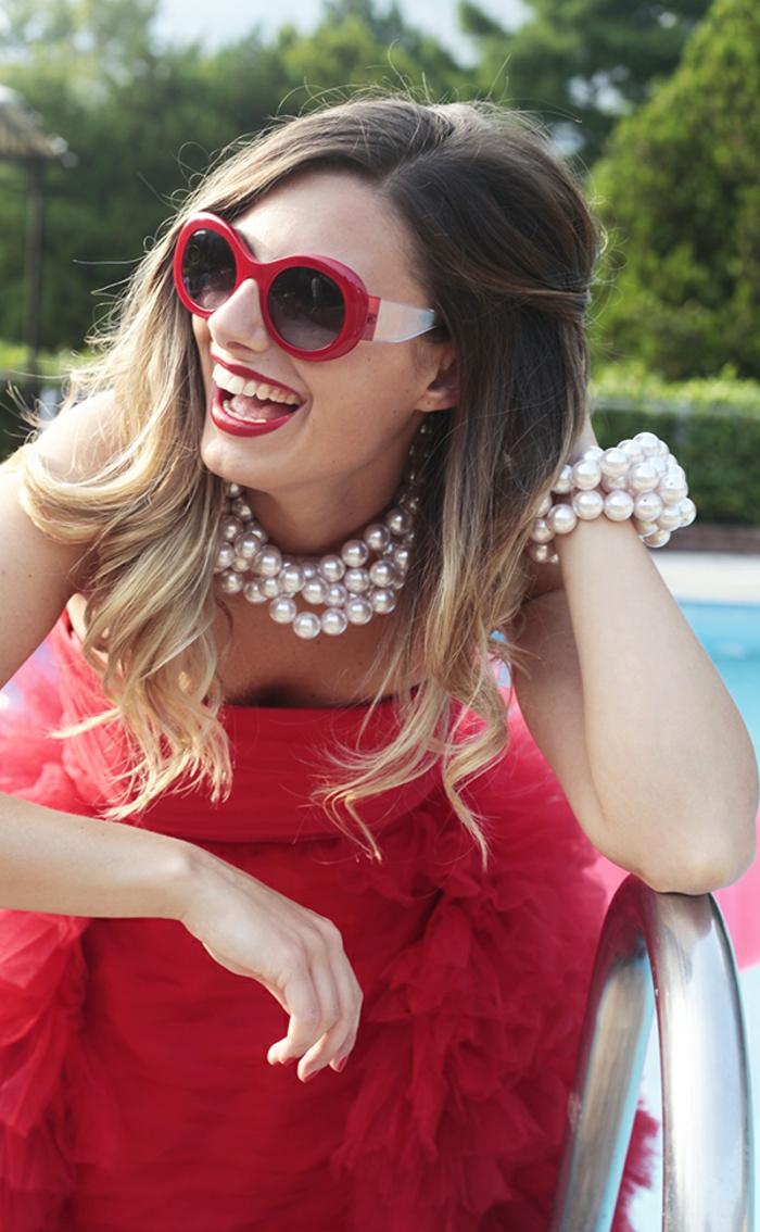 Chanel-Sonnenbrille-rot-weiss-perlen-schmuck