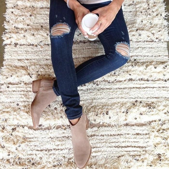 Cowboy-Schuhe-Cappuccino-Farbe-skinny-jeans-damen-zerrissene-Jeans