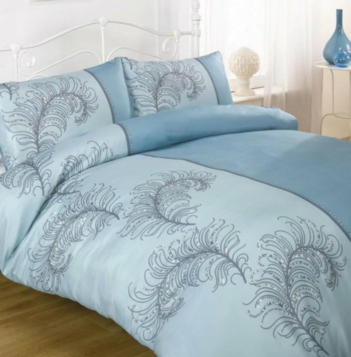 Elegante-Bettwäsche-in-blau-hell-und-dunkel