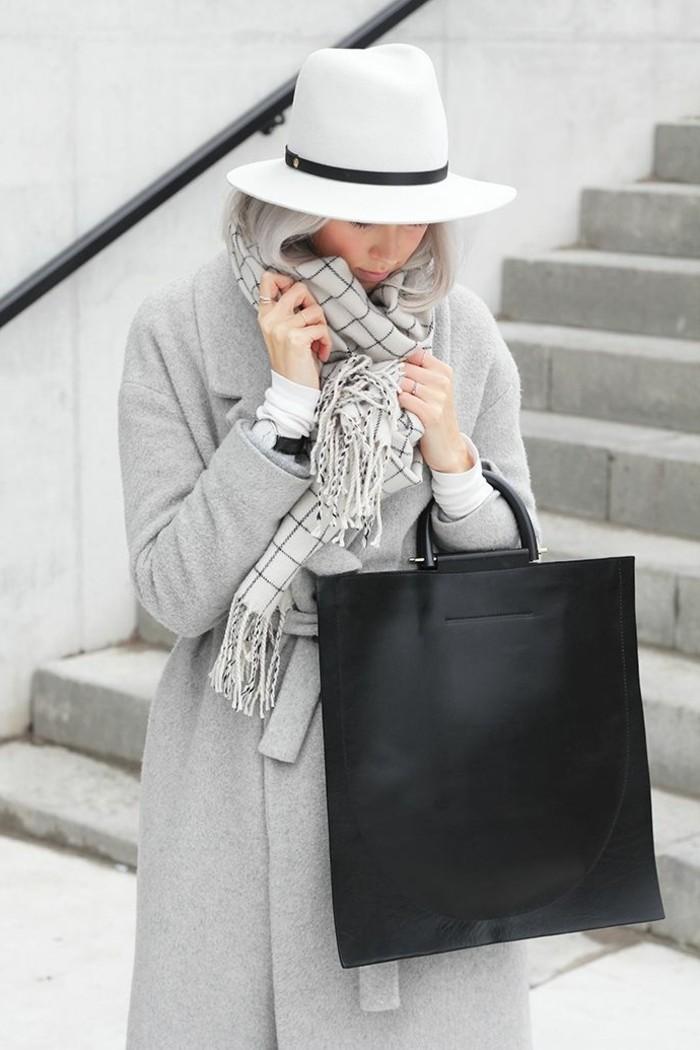 Filzhut-weiß-elegant-damen-schwarz-leder-tasche-modelle