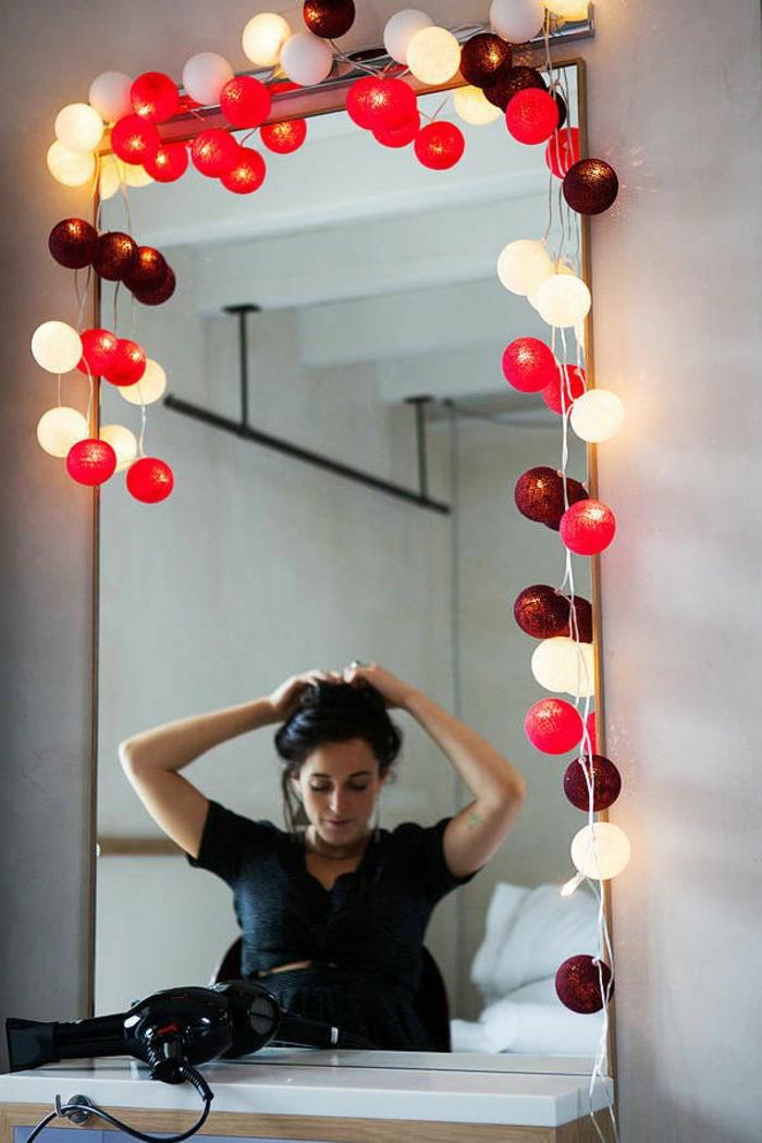 Girlande-bunte-lichterkette-bunte-glühbirnen-Spiegel