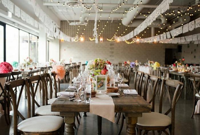 Hochzeit-wunderschöne-Tischdekoration-partylichterketten