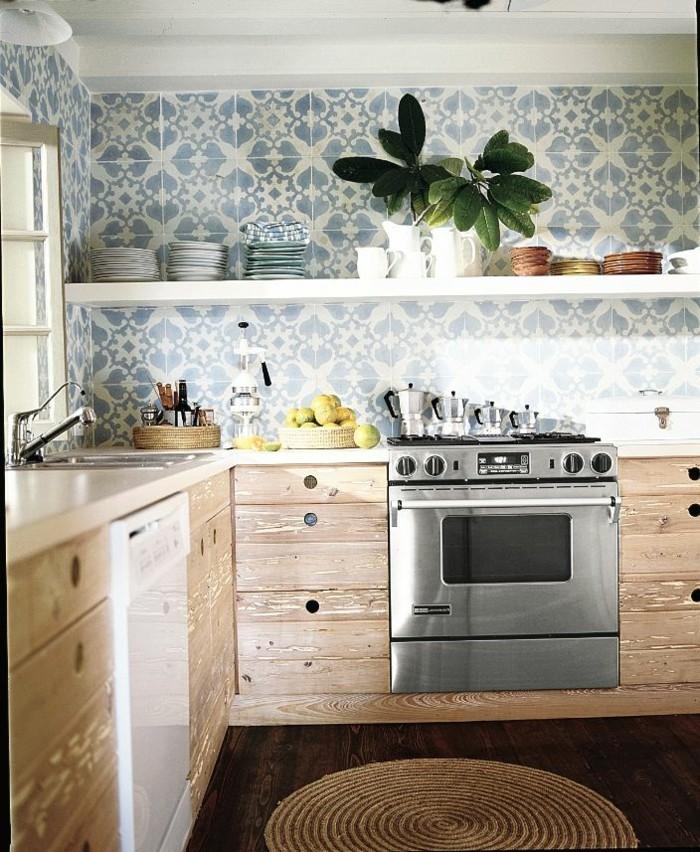 Küche-hölzerne-Möbel-tapete-mit-ornamenten-bunte-tapeten
