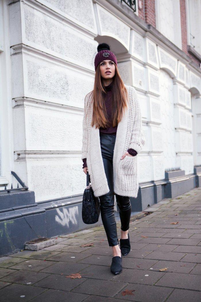 Lederhosen-oversize-strickjacke-beige-schwarze-Flats