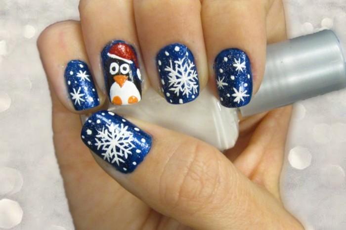 Nageldesign-galerie-weihnachten-in-blau-mit-schneeflockchen