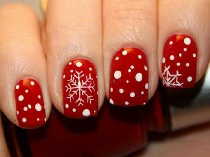 Nageldesign-galerie-weihnachten-rote-fabe-und-dekorative-schnee