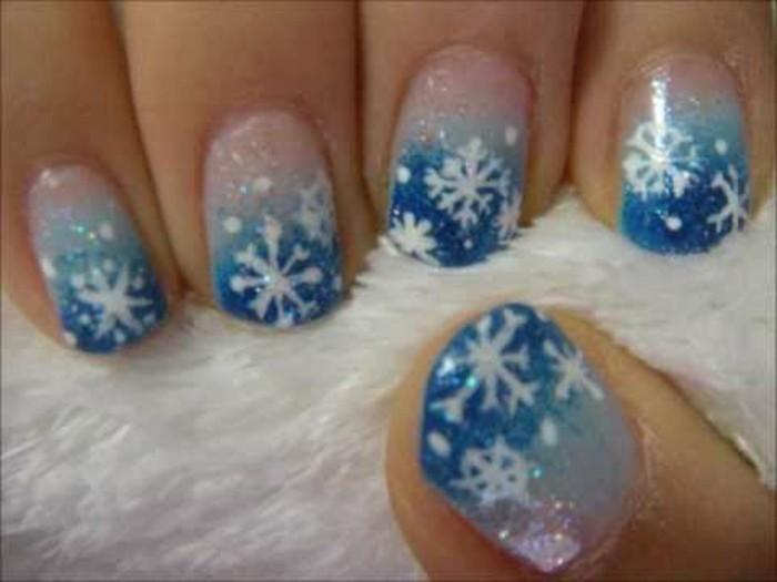 Nageldesign-weihnachten-dunkel-hell-blau-und-weiss