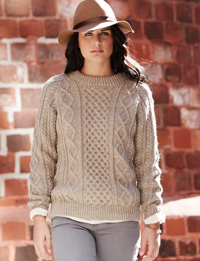 Outfit-in-Pastellfarben-Hut-irischer-pullover-graue-Jeans