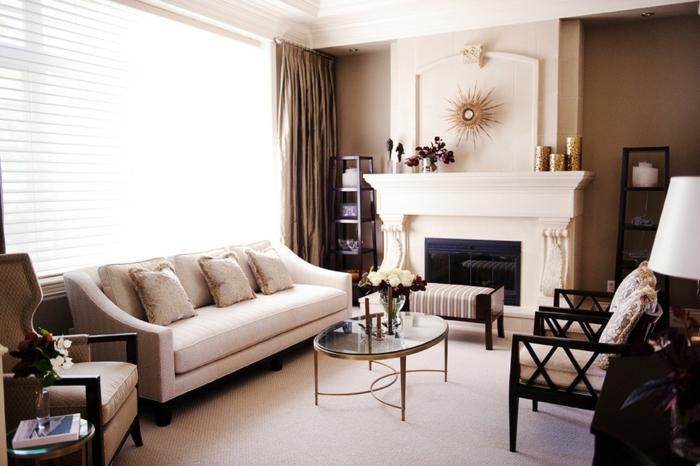 Ovaler-Couchtisch-aus-glas-im-wohnzimmer