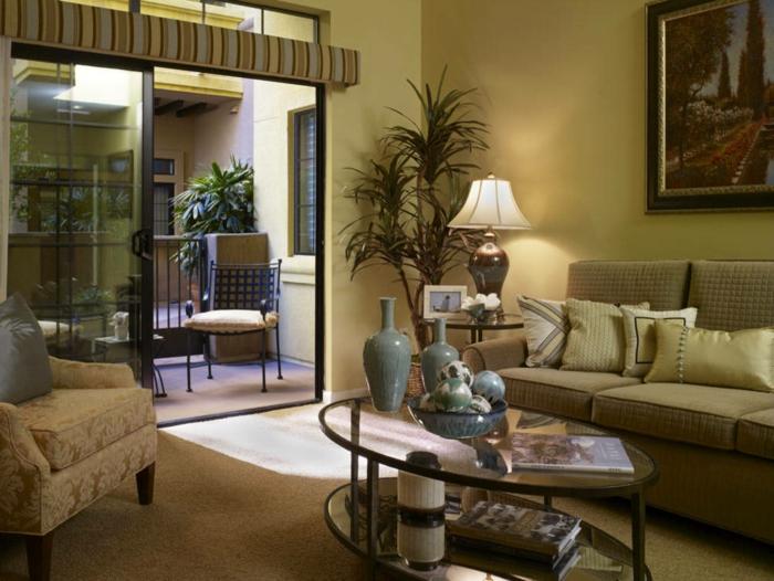 Ovaler-Couchtisch-glas-wohnzimmer-mit-balkon