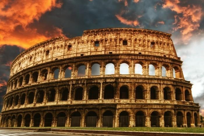 Rom-Italien-Amphitheatrum-Flavium-das-Kolosseum-berühmte-sehenswürdigkeiten-in-europa-beliebte-reiseziele-europa