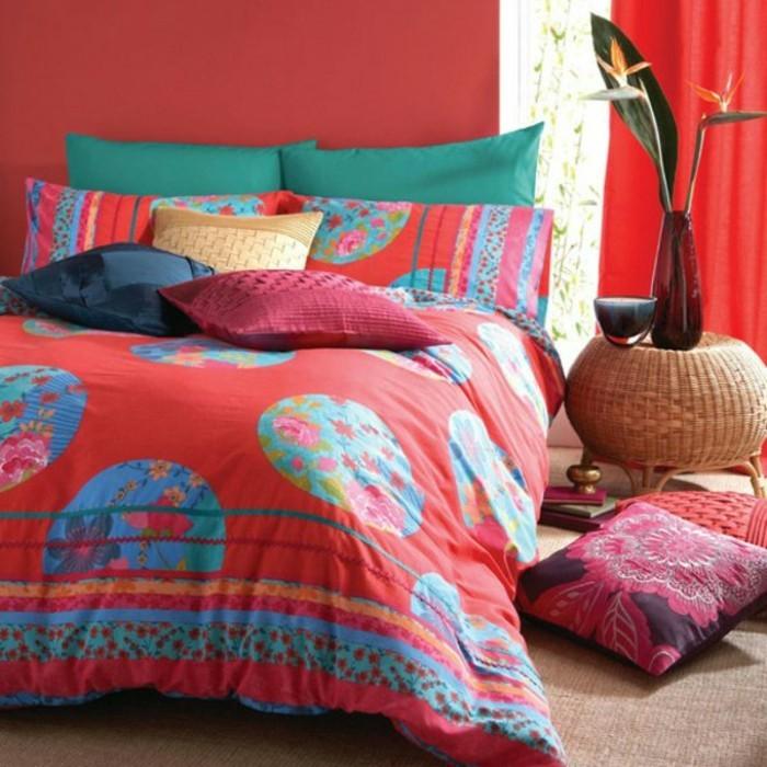 Satin-Bettwäsche-rote-wände-deko-modernes-schlafzimmer