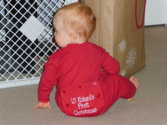 Schlafanzug-für-Babys-Weihnachtsmuster-rote-Farbe-Spruch
