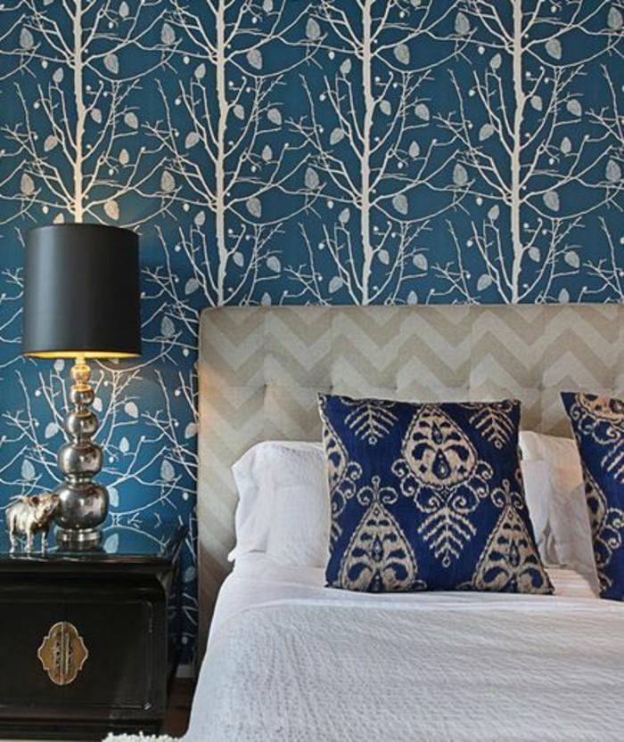 Schlafzimmer-elegante-Möbel-ausgefallene-wanddeko-tapeten-blau-stylische-tapeten