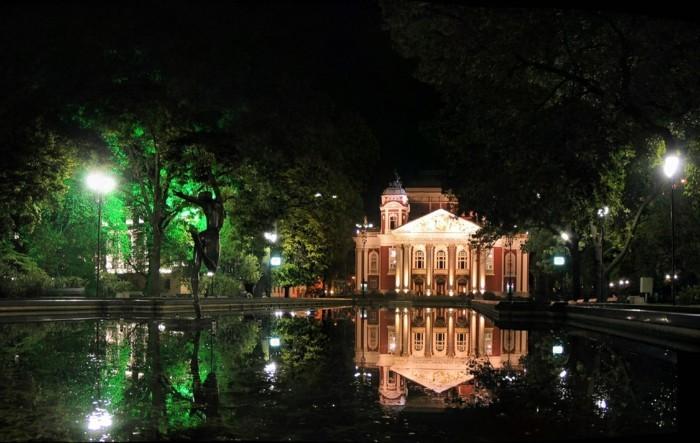 Sofia-Bulgarien-Volkstheater-Iwan-Wazow-am-Abend-sehenswürdigkeiten-in-europa