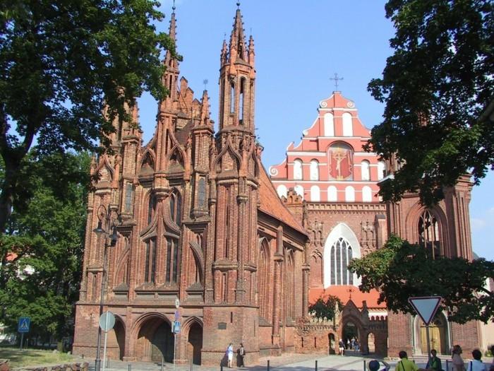 Vilnius-Litauen-St.-Francis-Kirche-sehenswürdigkeiten-in-europa-europas-schönste-städte